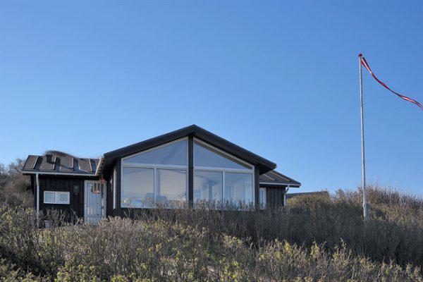Sommerhuset set ude fra stranden